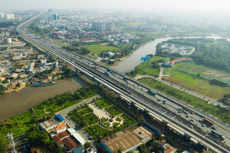 Tuyến metro Sài Gòn hiện như thế nào sau 6 năm thi công