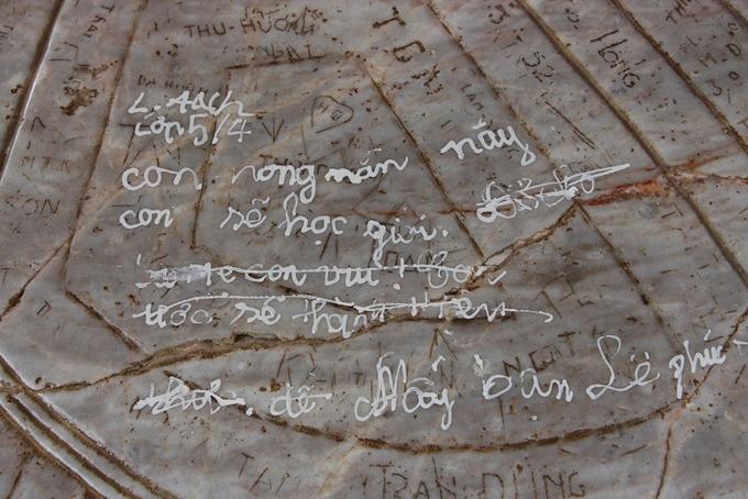 Di tích, bảo vật quốc gia ở Huế bị vẽ bậy