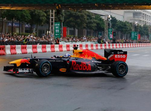 Xe đua f1 trong lần chạy biểu diễn ở TP HCM vào tháng 5/2018. Ảnh: Bảo Lam.