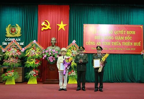 Đại tá Nguyễn Quốc Đoàn áo trắng được bổ nhiệm thay Đại tá Lê Quốc Hùng giữ chức Giám đốc Công an tỉnh Thừa Thiên Huế. Ảnh: Thu Sen