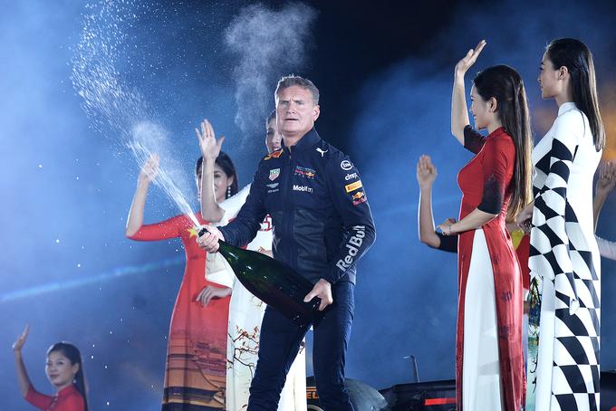 Siêu xe F1 ra mắt tại Hoàng thành Thăng Long
