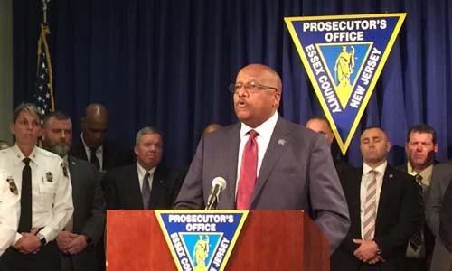 Người đứng đầu văn phòng công tố hạt Essex ở New Jersey, Mỹ tại cuộc họp báo thông báo việc Cuba bàn giao tội phạm. Ảnh: Montclair Local.