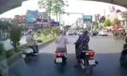 3 nữ Ninja Äá»t ngá»t dừng tránh nắng xa Äèn Äá»: Giao thông tùy tiá»n á» VN