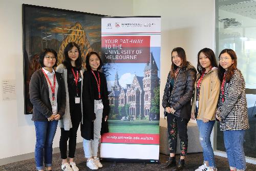 Những học sinh đang theo học tạiTrinity College.