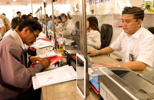 Cán bộ của TP HCM được đánh giá hoàn thành tốt nhiệm vụ sẽ có thu nhập tăng lên 0,6 lần trong năm nay. Ảnh: Tuyết Nguyễn.