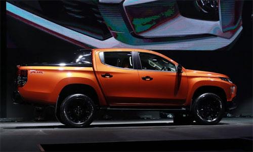 Thiết kế mới của Triton toát lên vẻ mạnh mẽ hơn thế hệ cũ. Các đường gân dọc thân xe nổi bật hơn, kiểu chắn bùn lớn hơn.