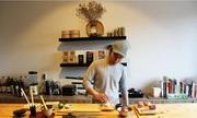 Nam sinh 21 tuổi mở nhà hàng Nhật trong phòng ký túc xá