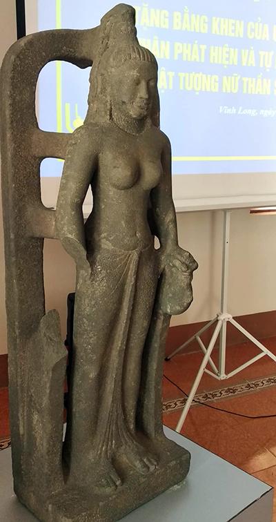 Tượng nữ thần Saraswati. Ảnh: An Bình