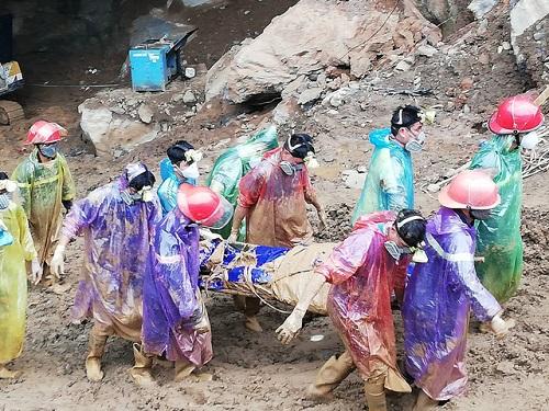Tìm thấy một nạn nhân vụ sập mỏ vàng ở Hòa Bình