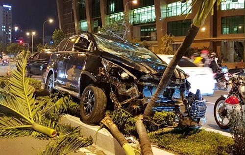 Chiếc xe biến dạng phần đầu sau tai nạn. Ảnh: An Phước