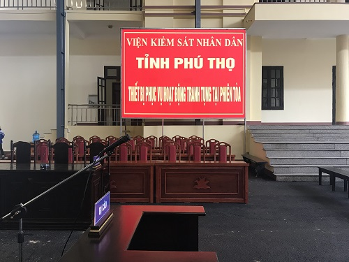 The Provincial People's Court in Phu Tho installed a large projection screen in the test room. Image: Pham Duan.