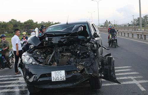 Nhân chứng tai nạn liên hoàn ở Quảng Nam: 'Xe bán tải đâm xe tải hai lần'
