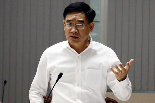 Ông Trần Văn Vĩnh, Phó chủ tịch UBND tỉnh Đồng Nai tại cuộc họp triển khai dự án chiều 12/11. Ảnh: Phước Tuấn.
