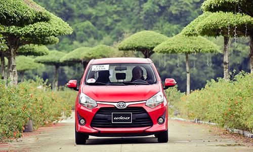 Toyota Wigo vuot doanh so Hyundai i10 thang 10