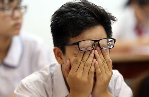 Học sinh THCStại TP HCM căng thẳng trước kỳ thi tuyển sinh lớp 10. Ảnh minh họa: Quỳnh Trần.