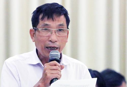 Ông Trần Ngọc Toán nêu ý kiến tại buổi tiếp xúc cử tri chiều 14/11. Ảnh: Võ Hải.