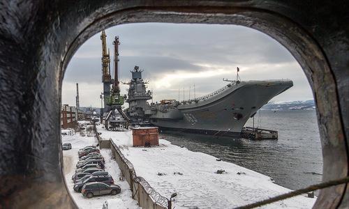 Tàu Đô đốc Kuznetsov trong quá trình bảo dưỡng ở cảng Murmansk cuối năm 2017. Ảnh: Livejournal.