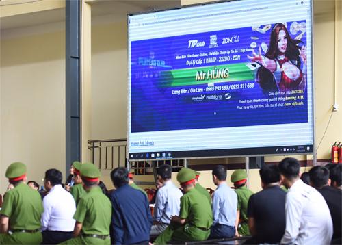 Tòa chiếu hình ảnh quảng cáo game bài của đường dây đánh bạc trực tuyến. Ảnh: Giang Huy