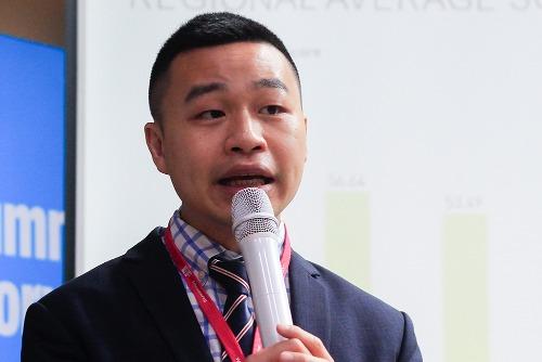 Ông Minh N.Tran chia sẻ trong buổi công bố bảng xếp hạng kỹ năng tiếng Anh toàn cầu ở Hà Nội sáng 14/11. Ảnh: Dương Tâm