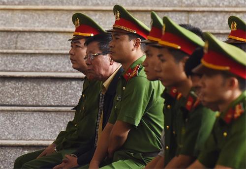 Cựu trung tướng Phan Văn Vĩnh trong ngày thứ ba hầu tòa. Ảnh: Giang Huy