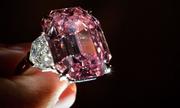 Kim cương hồng quý hiếm lập kỷ lục đấu giá 50 triệu USD