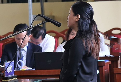 Bị cáo Thanh trả lời tại tòa vào sáng 16/11. Ảnh: Phạm Dự