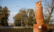 Tượng chim cú giống dương vật gây phản đối ở Serbia