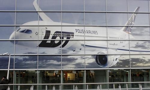 Hãng hàng không Ba Lan vay tiền hành khách để sửa máy bay -