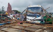 Lốc xoáy khiến hàng chục người bị thương ở Phú Yên