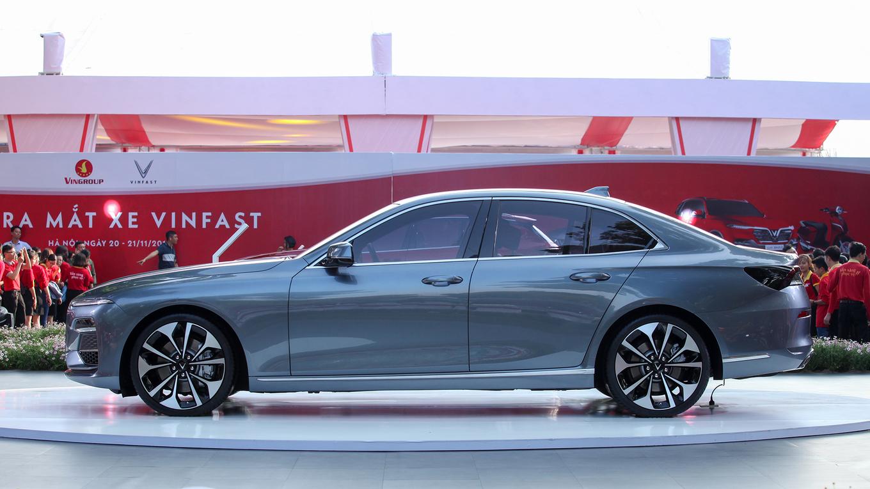 VinFast Lux A2.0 - sedan mới cạnh tranh Toyota Camry