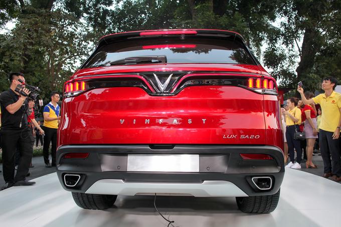 VinFast Lux SA2.0 - xe 7 chỗ giá gần 2 tỷ