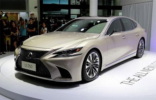 Mẫu sedan hạng sang dành riêng cho thị trường Trung Quốc, đàn em của LS 500, sử dụng động cơ 3.5 V6, hộp số 10 cấp.
