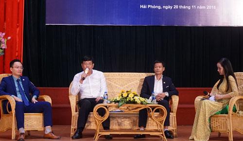 Các diễn giả thảo luận tại tọa đàm sáng 20/11.