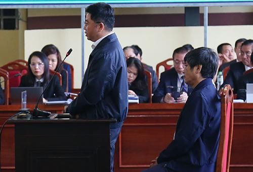 Bị cáo Dương - Hóa đối chất tại tòa. Ảnh: Phạm Dự
