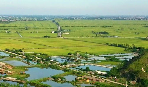 Một cánh đồng thửa ruộng nhỏở xã Hồng Sơn, huyện Mỹ Đức, Hà Nội. Ảnh: Tất Định