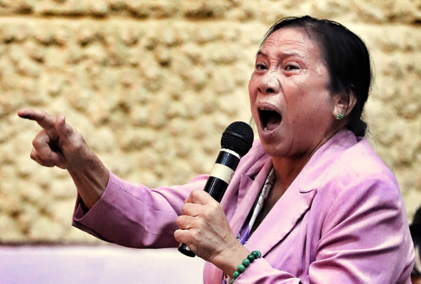 Bà Lê Thị Thơ (phường An Lợi Đông) phản ánh nhà đất của bà bị UBND quận 2 tự áp giá, cưỡng chế. Ảnh: Hữu Khoa.