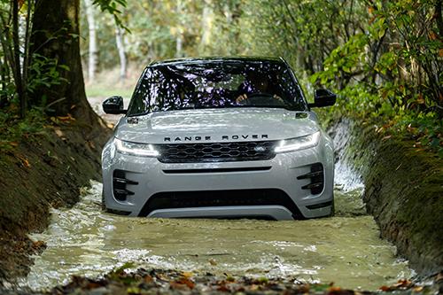 SUV Anh thử khả năng lội nước.