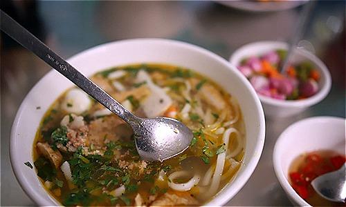 Hầu hết các quán ăn trên địa bàn quận Hải Châu đã dùng muỗm không có rãnh. Ảnh: Nguyễn Đông.