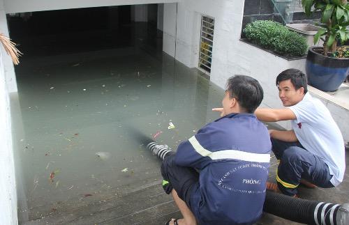 Hàng loạt hầm tòa nhà, chung cư ở Sài Gòn ngập nước