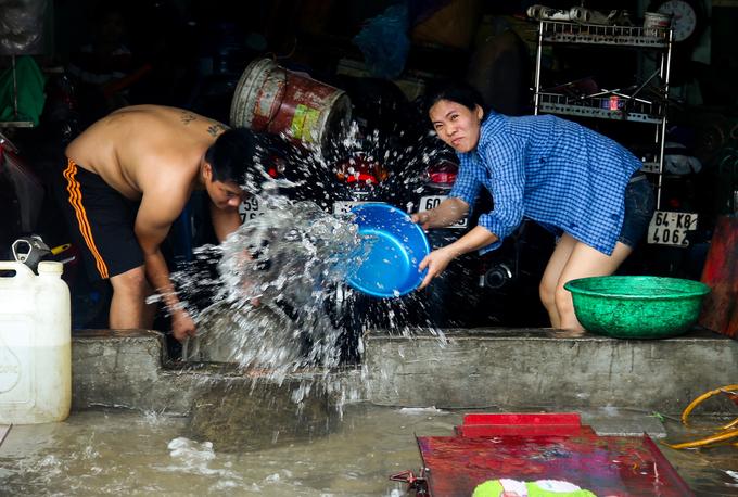 Cuộc sống của người dân TP HCM đảo lộn sau bão Usagi