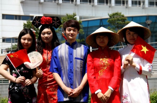 Sinh viên Việt Nam tại Hàn Quốc. Ảnh: DuhocHanquoc.
