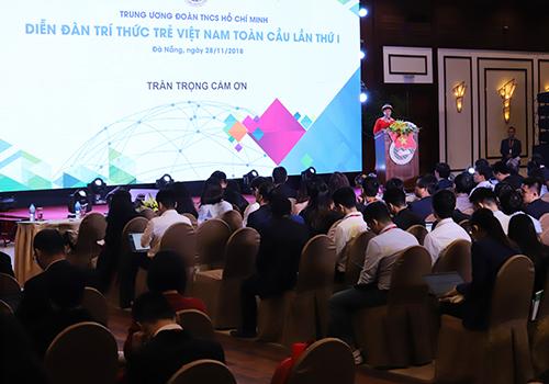 200 trí thức trẻ tham gia diễn đàn. Ảnh: Nguyễn Đông.