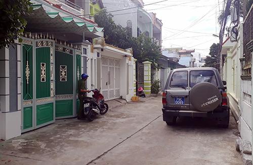 Cơ quan điều tra khám xét nhà ông Toàn, Phó chủ tịch UBND TP Nha Trang. Ảnh: An Phước