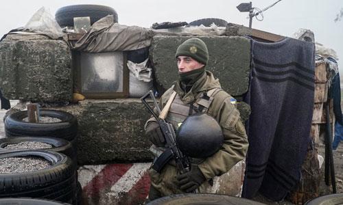 Ukraine làm gì khi tuyên bố thiết quân luật sau vụ Nga bắt tàu chiến?
