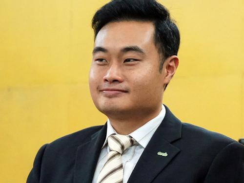 Đại diện Grab người Singapore tại tòa. Ảnh: Kỳ Hoa.