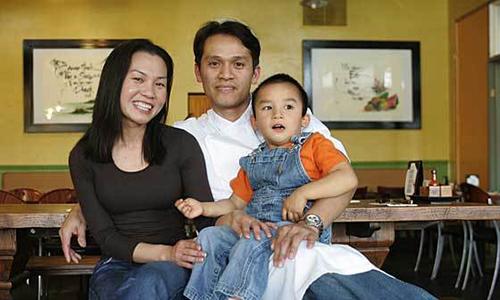 Gia đình Dee Nguyễn. Ảnh: Orange County Register.