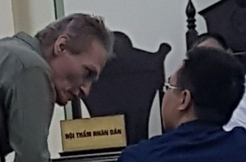 Bị cáoPhạm Jurgen Michael (trái) mong muốn không bị trục xuất khỏi Việt Nam.