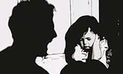 Bé gái bị bố dượng xâm hại khi mẹ đi làm ca đêm