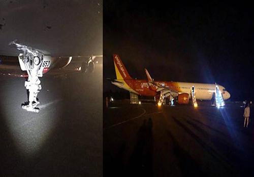 Hai bánh trước của máy bay Vietjet không còn khiến càng chà sát trên đường băng. Ảnh: Lê Văn.