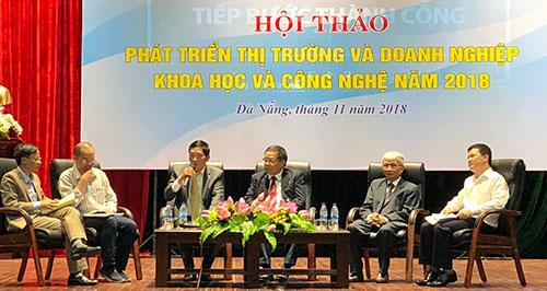 Thứ trưởng Trần Văn Tùng đang chia sẻ cùng các chuyên gia về kết quả xây dựng hành lang pháp lý cho thị trường khoa học công nghệ. Ảnh: HV.